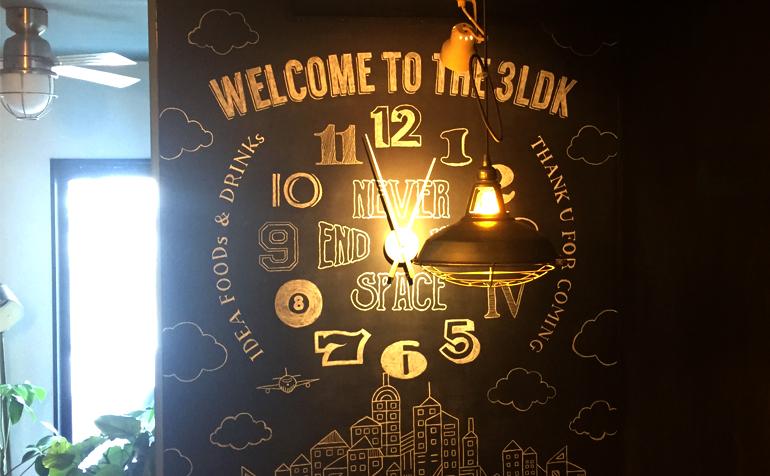 The 3LDK様 チョークサイン型の壁面時計